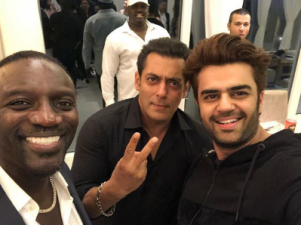 Salman Khan, Akon and Manish Paul pose together for an epic selfie in Thailand