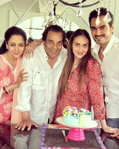 Dharmendra turns 83: See pic He-man cuts a cake with Hema Malini, Esha Deol & son in law Bharat
