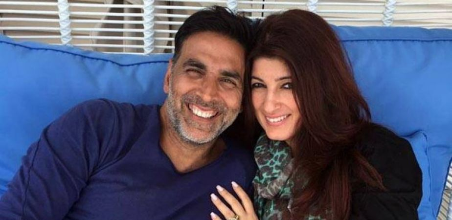 'Apna Time Ayega' Twinkle Khanna sings the song in a hilarious way, check out the video here