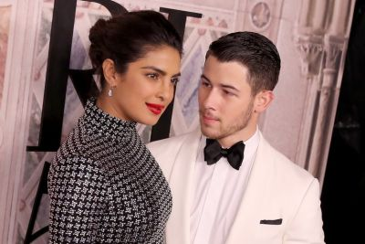 Check out  the intimate lip-lock of Priyanka Chopra and Nick Jonas  in a parking lot, see photo here