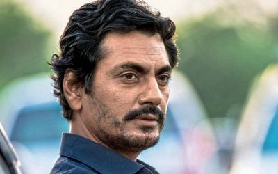 Nawazuddin Siddiqui dragged by a fan for a selfie,check out the video here