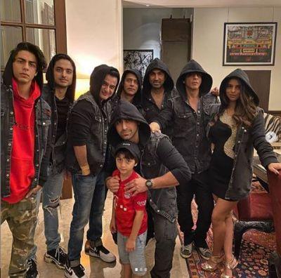 Shahrukh Khan seen celebrating New Year at home this year