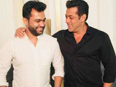 Director Ali Abbas Zafar share the new look of Salman Khan from Bharat,check it out here