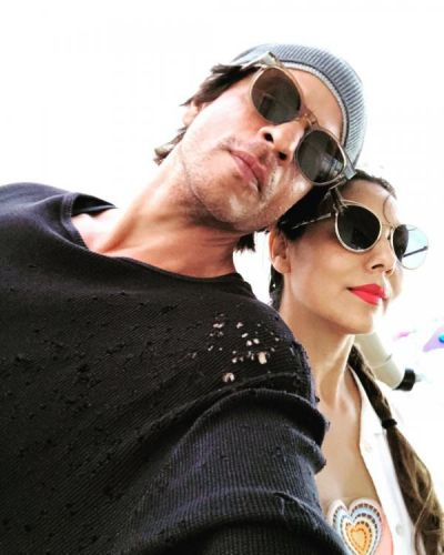 Shah Rukh posts a romantic selfie with wife Gauri
