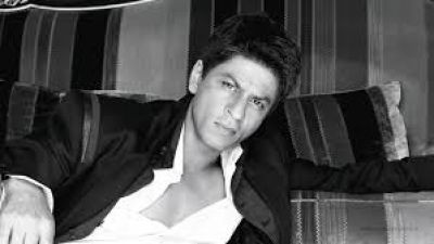 Fan dreams about Shah Rukh expecting his fourth child