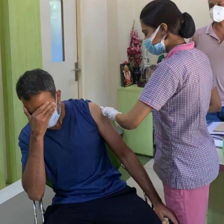 केजीएफ 2 के निदेशक प्रशांत नील ने ली कोरोना वैक्सीन की पहली खुराक
