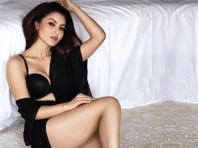 Urvashi's sexy photoshoot is soaring the temperatures High!