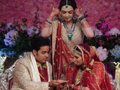 Mom Nita Ambani weaves Akash Ambani - Shloka's name on her wedding outfit