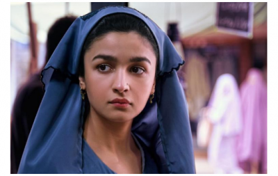 Alia Bhatt looks innocent in her new still from 'Raazi'