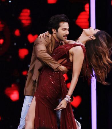 Varun Dhawan romances with Shilpa Shetty on Super Dancer Chapter 2