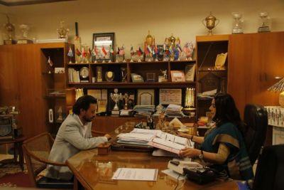 Amrita Singh turns School Principal for Hindi Medium