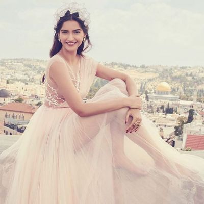Sonam Kapoor in 'Parda', guards herself with black curtains