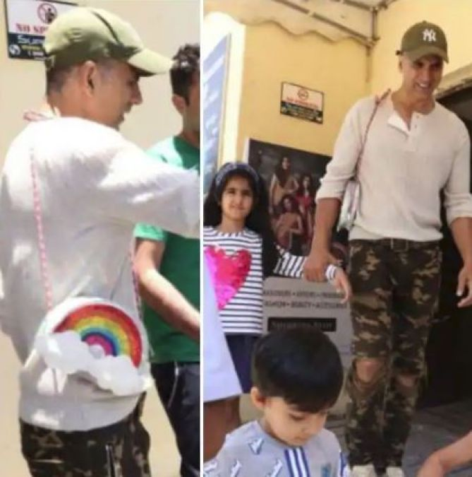 Akshay Kumar holds daughter Nitara's sling bag, see the cutest picture here