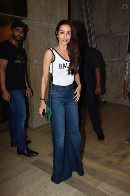 Malaika Arora meets up the Kapoor sisters at the screening of IMW