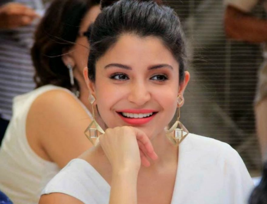 Anushka Sharma's million dollar smile is just trending, see here