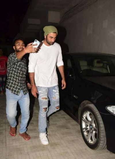 Ranbir Kapoor beat heat during summer ,check out the cool look here