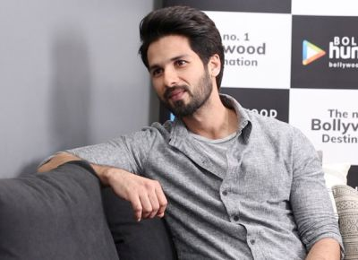Airport look: Shahid Kapoor looks super cool in this black outfit