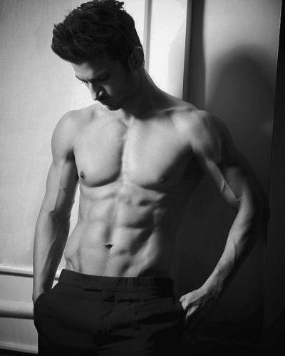 Kedarnath actor Sushant Singh Rajput  shares his hot photo flaunting his abs