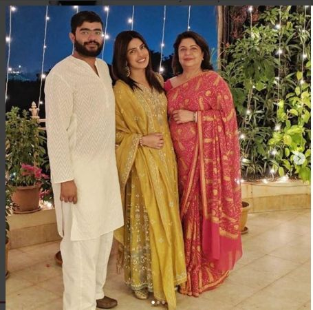See Pic: Priyanka Chopra celebrates Diwali with mother and brother