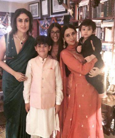 Kareena Kapoor Khan, Taimur Ali Khan, Karisma Kapoor & her kids  pose for family pic
