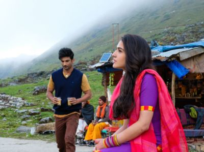 KedarnathTrailer out today: See pics showing camaraderie among director Abhishek Kapoor, Sara Ali Khan and Sushant Singh Rajput
