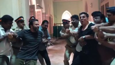 Viral Video: Akshay Kumar and Rohit Shetty punch each other, police came to stop fight