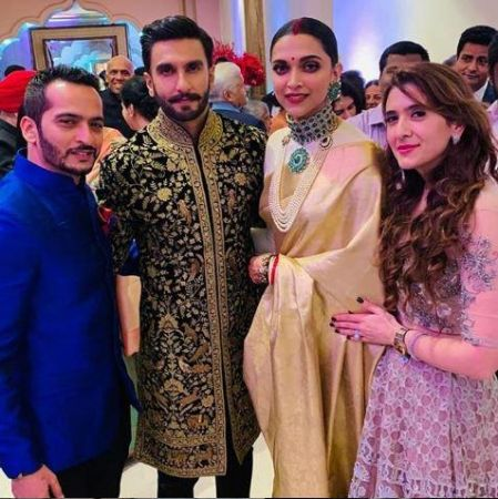 Deepika Padukone Ranveer Singh Bengaluru wedding reception: RAMLEELA  mingles with guests, posed for selfie