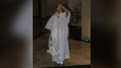 At the age of 64, this actress creates havoc with her pictures, seen outside this place last night