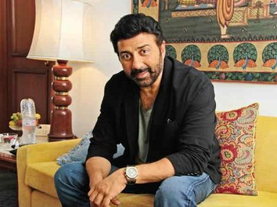 All Bollywood parties are similar- alcohol and gossip, says Sunny Deol