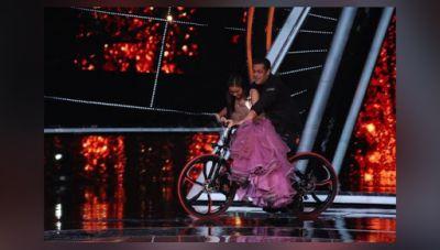 Loveyatri: See pics- Salman Khan, Aayush Sharma and Warina Hussain on the sets of Indian Idol 10