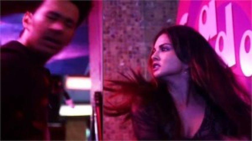 रजनीश दुग्गल को सनी लियोनी ने जड़ा जोर का थप्पड़