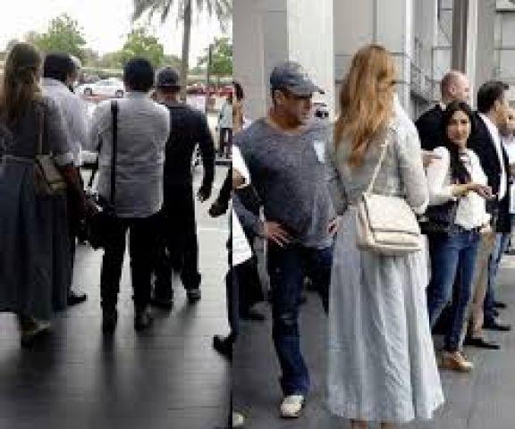 लुलिया के साथ दुबई में घूमते दिखे सलमान