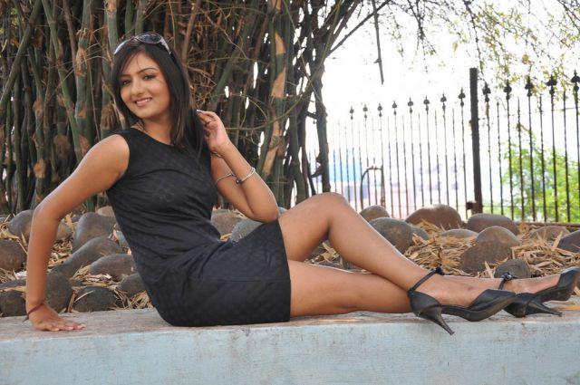 भोपाल के होटल में अभिनेत्री खुशी मुखर्जी से छेड़छाड़
