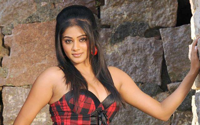 अभिनेत्री के भारत देश छोड़ देने वाले बयान से मचा बवाल