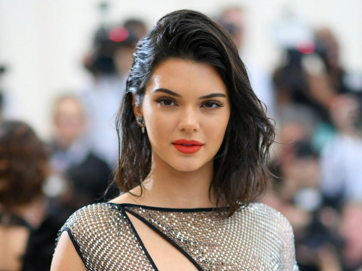 'They have b**bs and I don't have' Kendall Jenner feels she is not sexy as her sisters