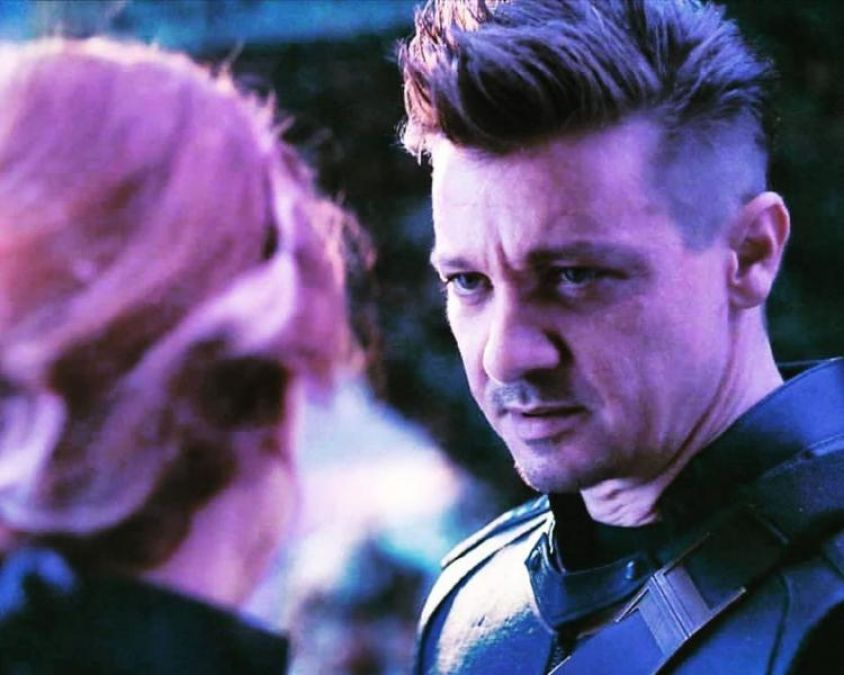 it was a hard shoot Jeremy Renner recalls shooting  a scene with Scarlett