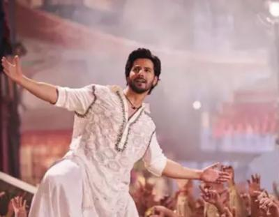 Varun Dhawan's first class dance at a wedding is unmissable, check it out here