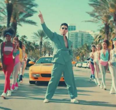 Nick Jonas dance to Meri Pant Bhi Sexy, watch  hilarious video here