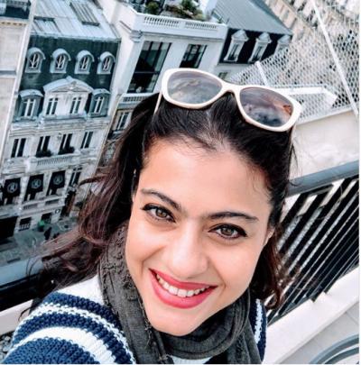 Photo! Kajol enjoys her Paris vacation with family