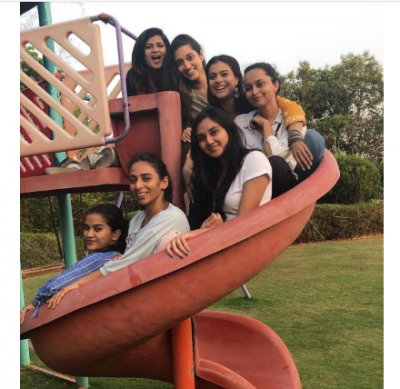 Kajol is enjoying with her girl gang, have a look