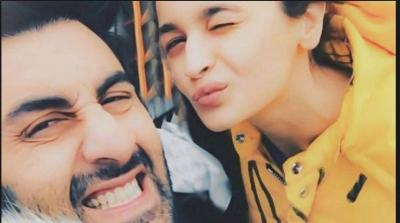 Alia Bhatt shows that she is madly in love with Ranbir Kapoor…check video inside