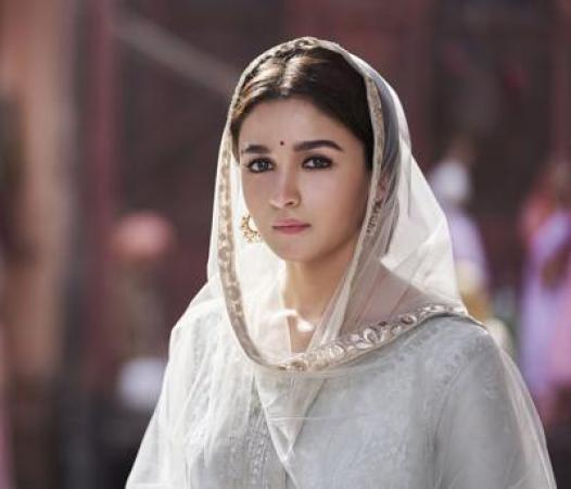 Not Alia but this actress was to play Roop opposite Varun Dhawan in Kalank?