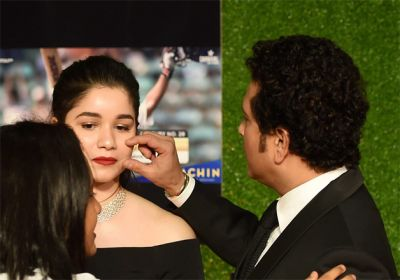 Sachin Tendulkar comes to pick up her daughter Sara after a movie, watch video