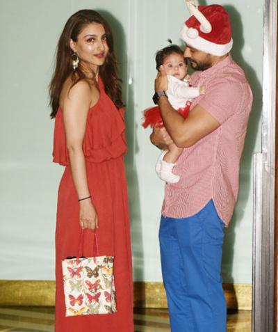Inaaya accompany with her Santa daddy and momma Soha.