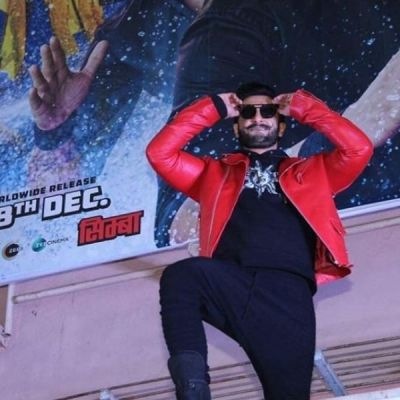 Ranveer Singh dances on rooftop at Mumbai cinema hall, check out the video here