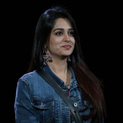 Bigg Boss 12:Dipika Kakar Ibrahim lifts the the trophy, Deepak walks away with the prize money