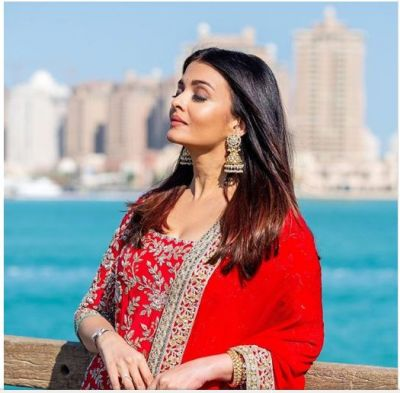 Can't even get your eye off from Aishwarya Rai Bachchan Doha brightened look...have a look inside