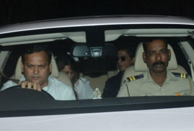 Shah Rukh Khan and Gauri Khan visited at Anil Kapoor's house to offer condolences