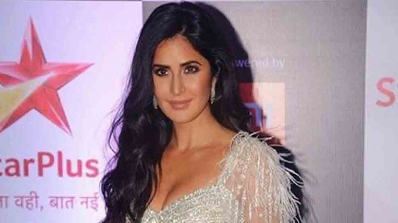 Katrina Kaif rings in New Year by dunking in freezing English channel at 0 degree  with sisters — Watch