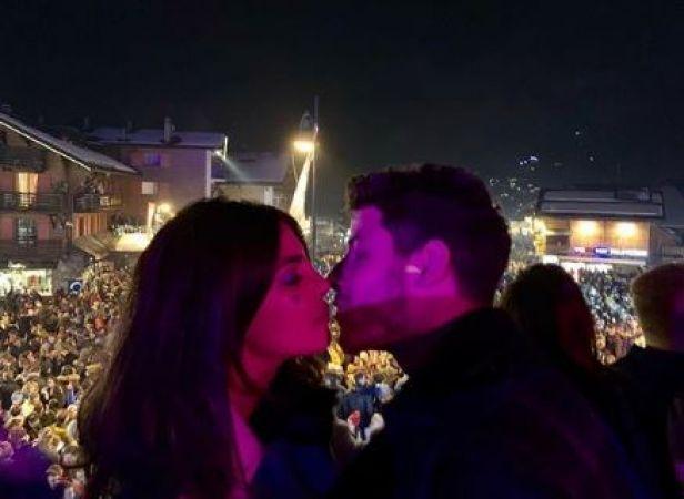 Priyanka Chopra and Nick Jonas welcomes new year by sharing a kiss